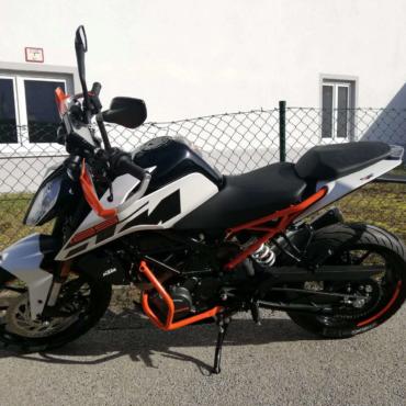 KTM Duke 125 der Fahrschule Horend-Lämmermeier