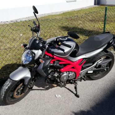 Motorrad Suzuki Gladius 650 der Fahrschule Lämmermeier